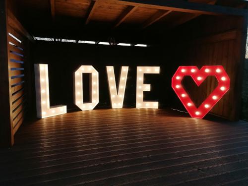 Napis Love Świecący